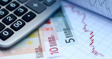 Половина латвийцев с трудом справляется с повседневными расходами