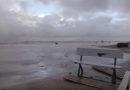 Суровые лиепайчане не боятся бури (видео)