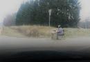 Трасса Лиепая-Рига: слепая бабушка продает носки, не проезжайте мимо!