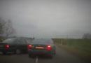 """Водитель """"BMW"""" остановил """"убегающий"""" от полиции автомобиль"""