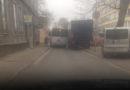 """На улице Пелду """"застрял"""" автобус"""
