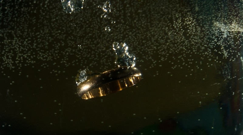 В Вентспилсском Парке водных приключений утеряно обручальное кольцо
