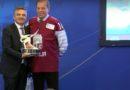Киров Липман получил награду за вклад в развитие хоккея (видео)