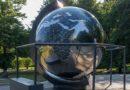 В Приморском парке – большой вращающийся глобус