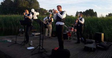 На Лиепайском озере проходят концерты живой музыки