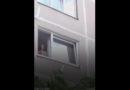 Лиепайчанин: мужчина в окне демонстрирует половые органы детям