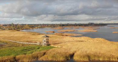 Осеннее Лиепайское озеро с высоты птичьего полета (видео)