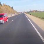 Полицейский автомобиль совершает странные маневры на шоссе А9