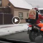 """""""Стильные Дедушки морозы на дорогах Лиепаи"""" (видео)"""