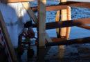 В Лиепае впервые прошли массовые Крещенские купания (фото, видео)