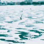 Виндсерфинг на замерзшем Лиепайском озере (видео)