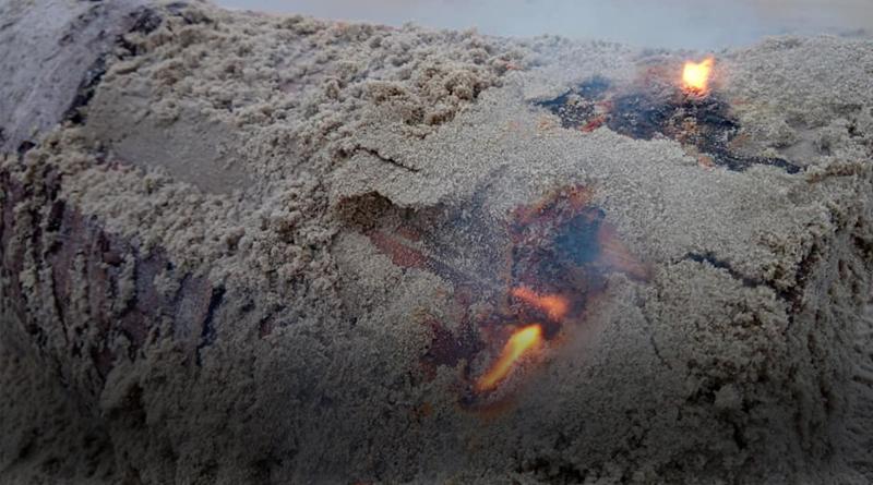 """""""Ложный янтарь не потушить даже влажным песком"""""""