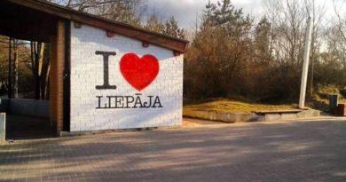 В Приморском парке снесен киоск с надписью «I Love Liepāja»