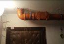 Жильцы дома недовольны реновацией: в выходные с потолка хлынула вода