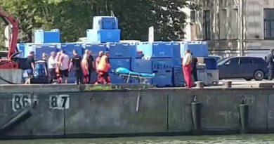 Видео: спасение мужчины упавшего в Торговый канал