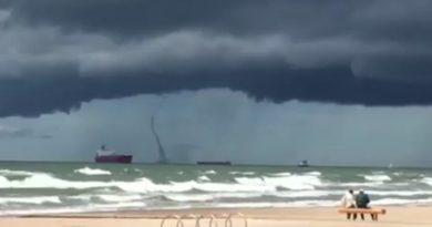 На море в у Вентспилса был зафиксирован смерч (видео)