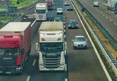 Европарламент принял правила работы дальнобойщиков, против которых выступали страны Балтии