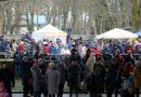 В Лиепае хороводами, песнями и веселыми играми проводили зиму (видео)