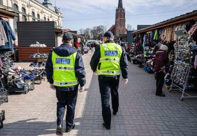 Полиция проверила 25 мест торговли – маски носят, но кое-где пришлось напоминать