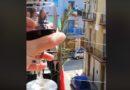 Смотрите как итальянцы, в условиях самоизоляции, вместе отметили Пасху (видео)