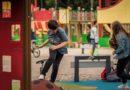 В Лиепае откроют детские площадки и тренажеры, учреждения начнут прием клиентов