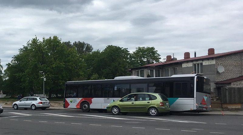 На улице Райня ДТП с участием рейсового автобуса (видео)