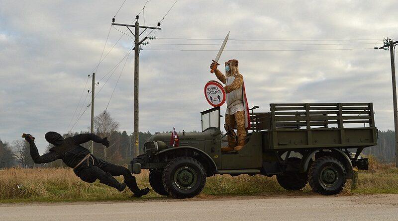 На Лиепайском шоссе появилась инсталляция ко Дню Лачплесиса
