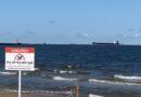 Лиепая: из моря извлекли три заржавевших металлических буя