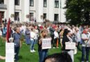 Лиепайчане собрались на акцию протеста против обязательной вакцинации