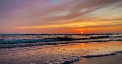 Лиепайский пляж и море в лучах уходящего лета (фото)