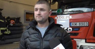 Лиепайчанину вручили награду за спасение детей из горящего дома