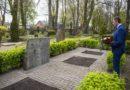 Мэр Лиепаи возложил цветы на могилы советских воинов