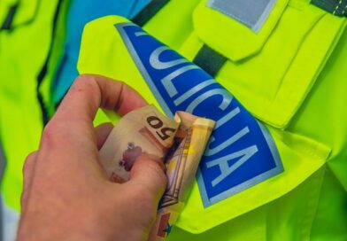 Дорожные полицейские продолжают брать взятки