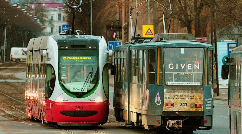 Символический подарок в День города – новые трамваи вышли на линию