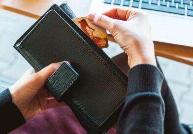 За долги по подоходному налогу латвийцам заблокировали счета