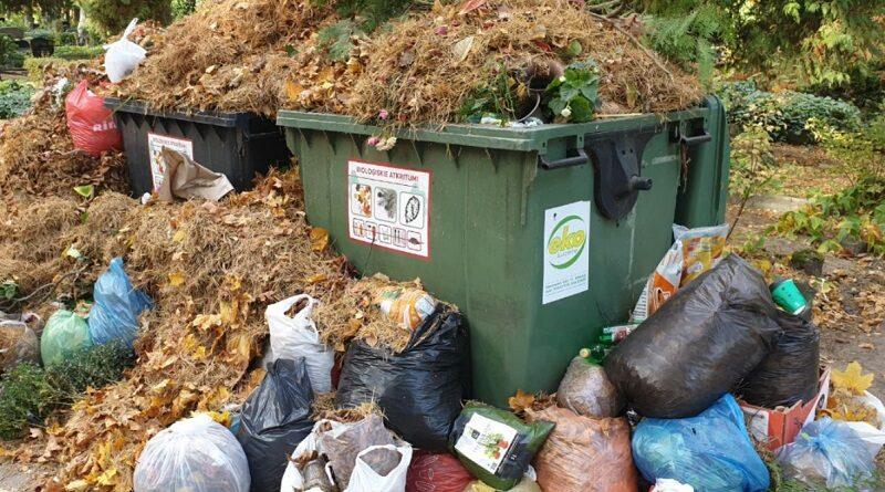 Oтветственные службы не знают, что осенью мусор с кладбищ нужно вывозить чаще?